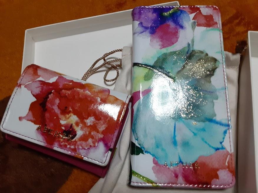 エーテルのミニ財布とスマホケースをセットで購入